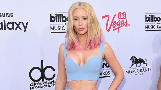 Iggy azalea plays blackjack
